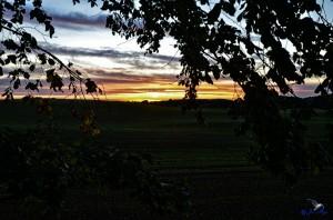 """Sonnenaufgang in Angeln.Die Straße heißt """"Blick"""" bei Esgrus - wie wahr."""