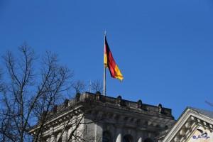 berlin reichstag deutschlandfahne