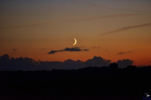 Die Mondsichel über Boren in Schleinähe